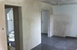 Reprise en plâtre d'un mur en parpaing après réalisation d'ouvertures
