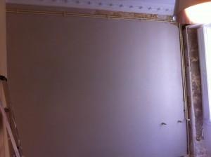 mur avec corniches et radiateur2