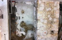 Réalisation d'enduit plâtre sur les murs d'une chaufferie/buanderie en très mauvais état…