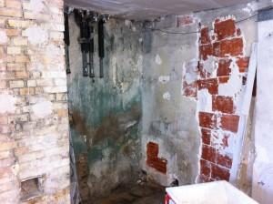mur buanderie en mauvais état2