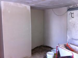 plâtre sur mur buanderie