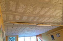 Réalisation d'un enduit plâtre sur un plafond de sous-sol sous hourdis